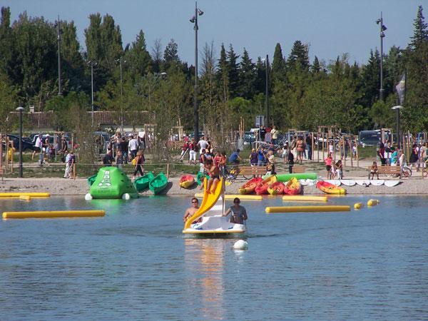 Pédalos sur le Lac de Beaulieu